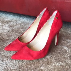 Classic Red Pumps 👠